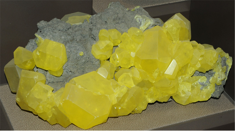 Sulfur on Aragonite with Petroleum inclusions - MUN16B-38 ... |Sulfur Mineral