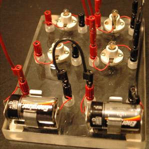 Circuito En Paralelo Ejemplos : Batteries and bulbs as dc circuit example